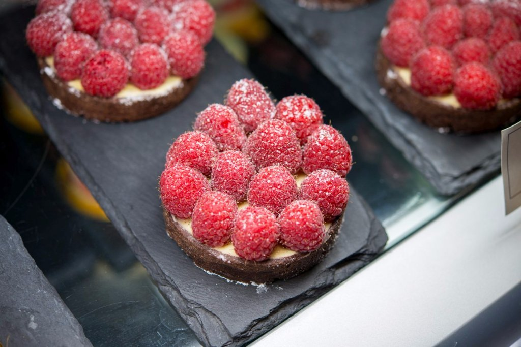 Raspberry tart with vanilla Bavarian cream